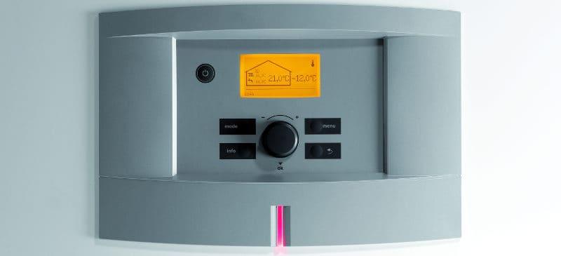 Gruntowa pompa ciepła Bosch Compress 6000 LW z kompaktową obudową i zasobnikiem